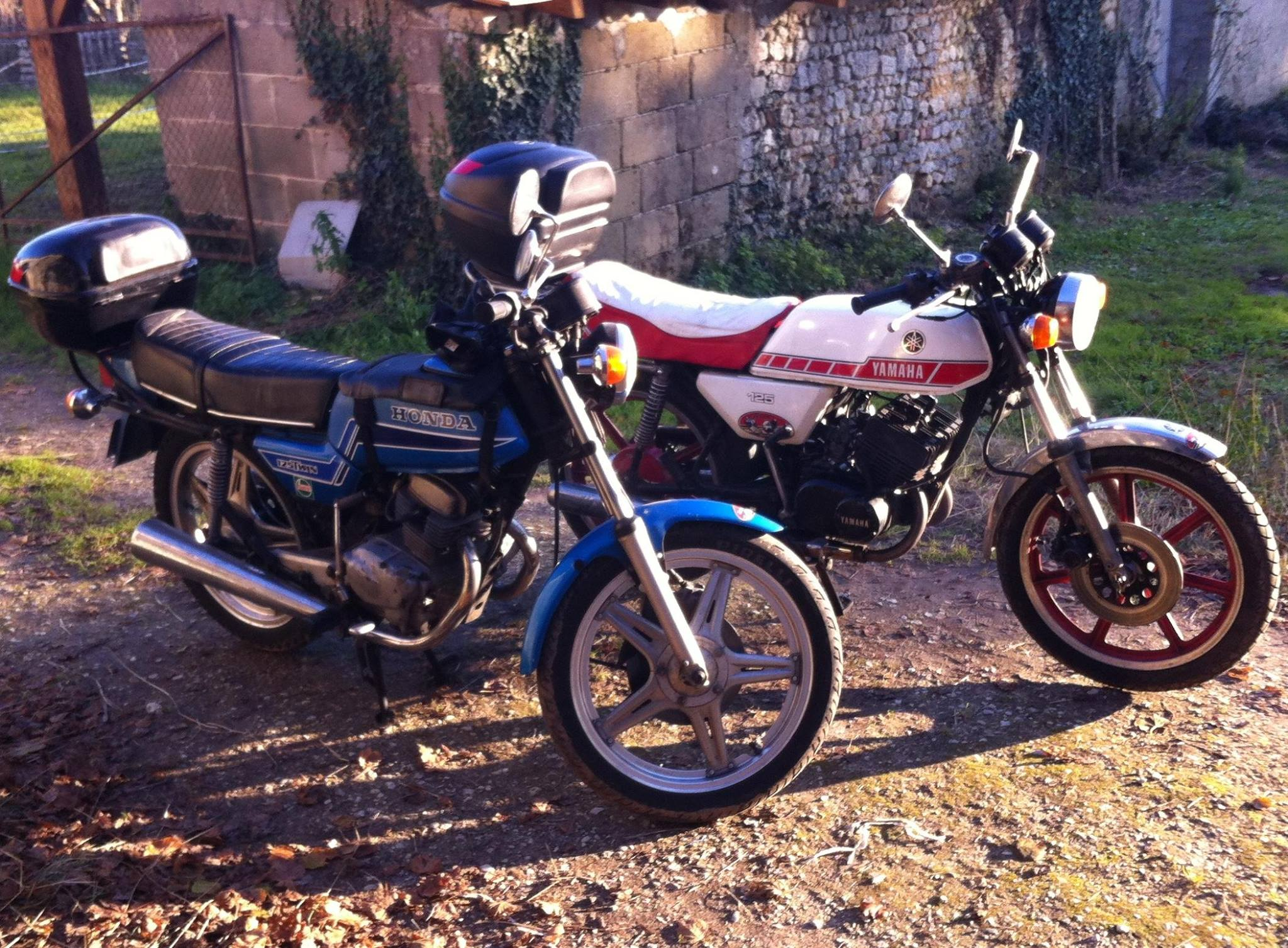 essai comparatif honda 125 t2 vs yamaha 125 rdx le blog de mes passions. Black Bedroom Furniture Sets. Home Design Ideas